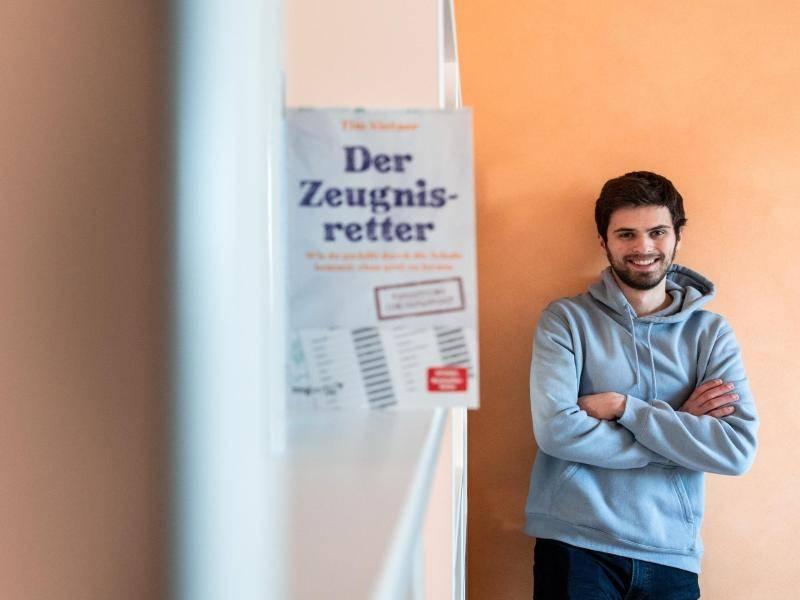 Schüler und Bestseller-Autor Tim Nießner aus Haan bei Düsseldorf hat systematisch die Strategien der besten Schüler Deutschlands erforscht. Foto: Fabian Strauch/dpa
